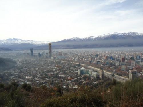 Vista de Santiago e da Cordilheira dos Andes a partir do Cerro San Cristóbal