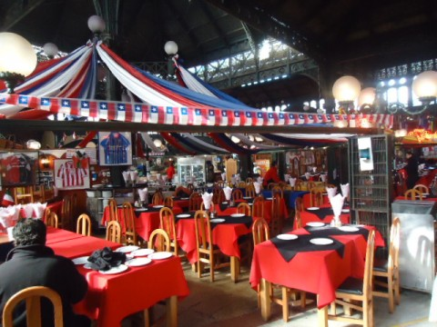 Restaurante no Mercado Central de Santiago